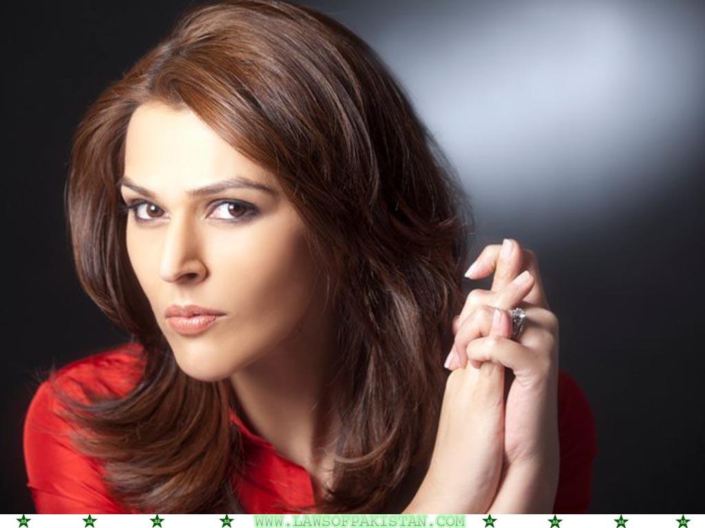Sana Bucha Wallpapers & Biography - Pakistani Journalist & Actress