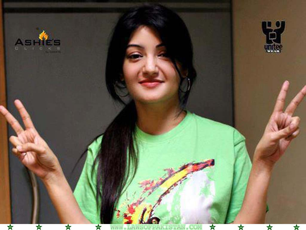 Sadaf Abdul Jabbar in t shirt hot pic
