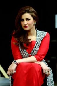Madiha Naqvi hot