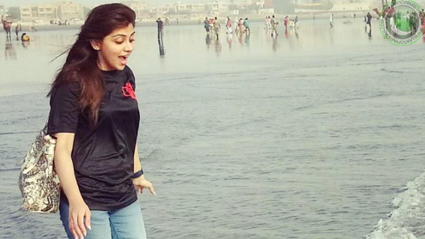 Irza Khan Profile & Wallpapers - Beautiful Pakistani Female