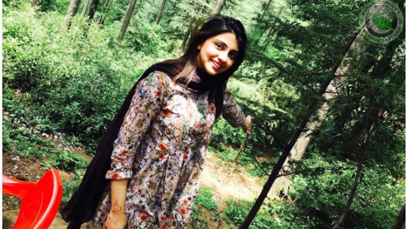Irza Khan Profile & Wallpapers - Beautiful Pakistani Female News Anchor