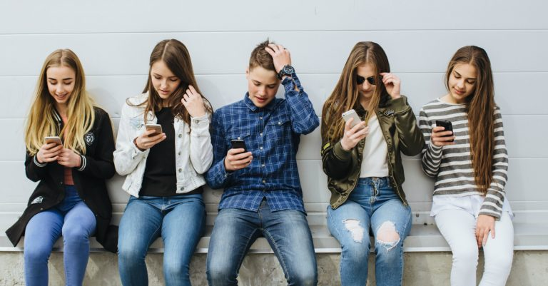 Mobile Phone Addiction - Interesting Facts and Negative Effects